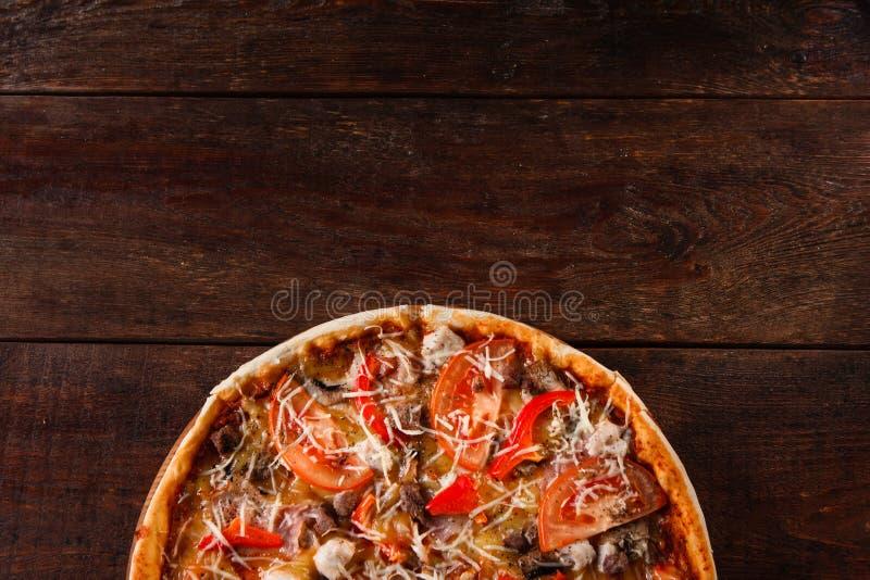 Pizza sabrosa fresca, cocina italiana, menú de la pizzería foto de archivo