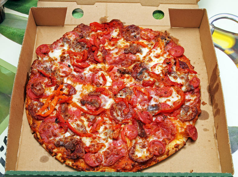 Pizza in scatola fotografia stock