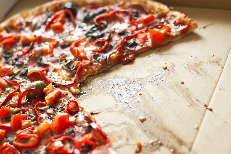 Pizza sin una rebanada fotografía de archivo
