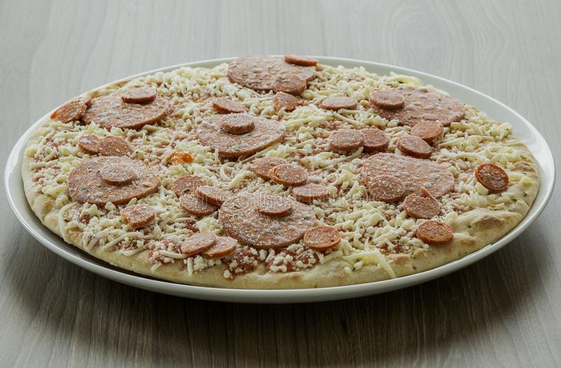 Pizza surgelée photographie stock libre de droits