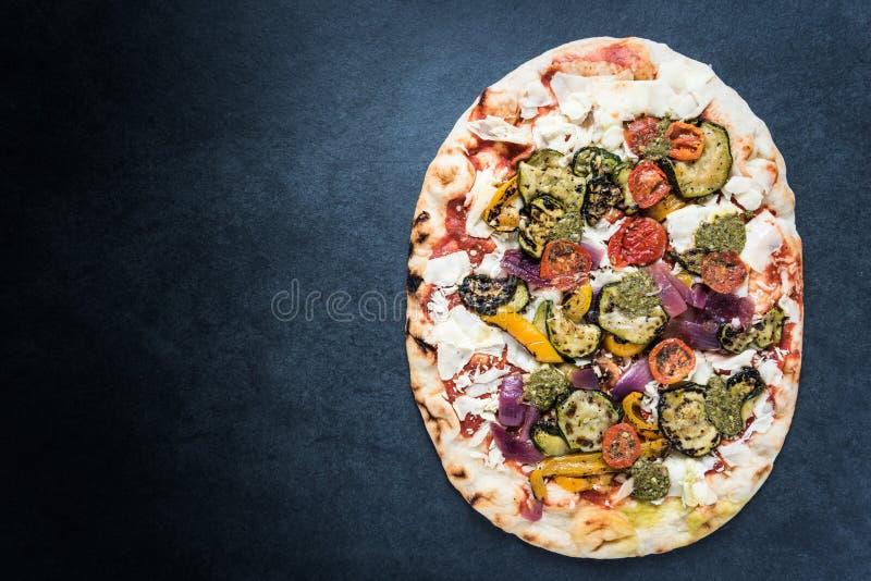 Pizza traditionnelle du feu en bois, fond de frontière images stock