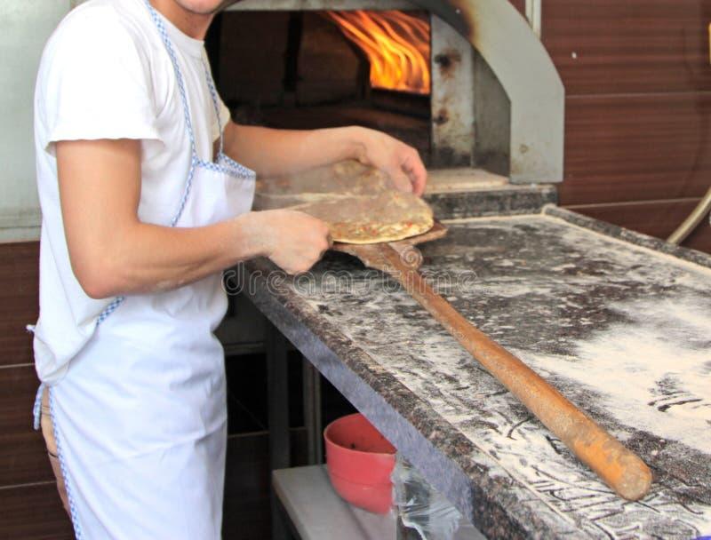 Pizza turca deliciosa (Ekmek ou Lahmacun de Etli) fotos de stock