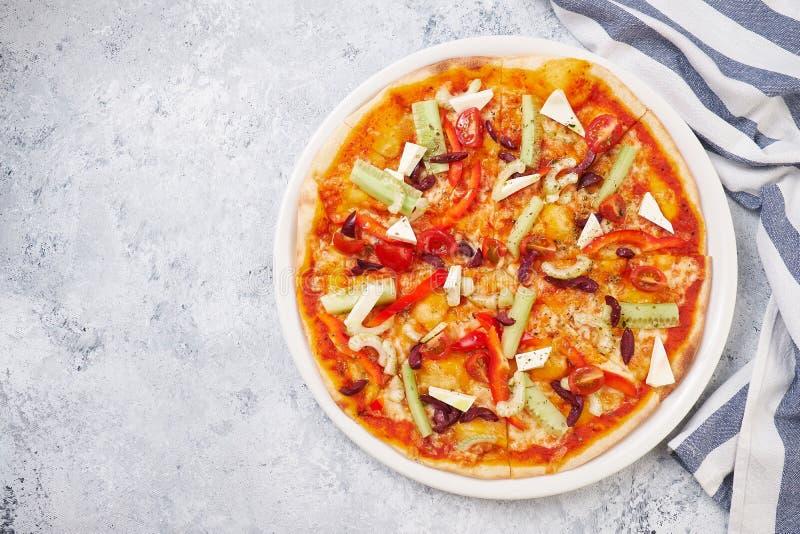 Pizza végétarienne fraîche Délicieux italien traditionnel image stock