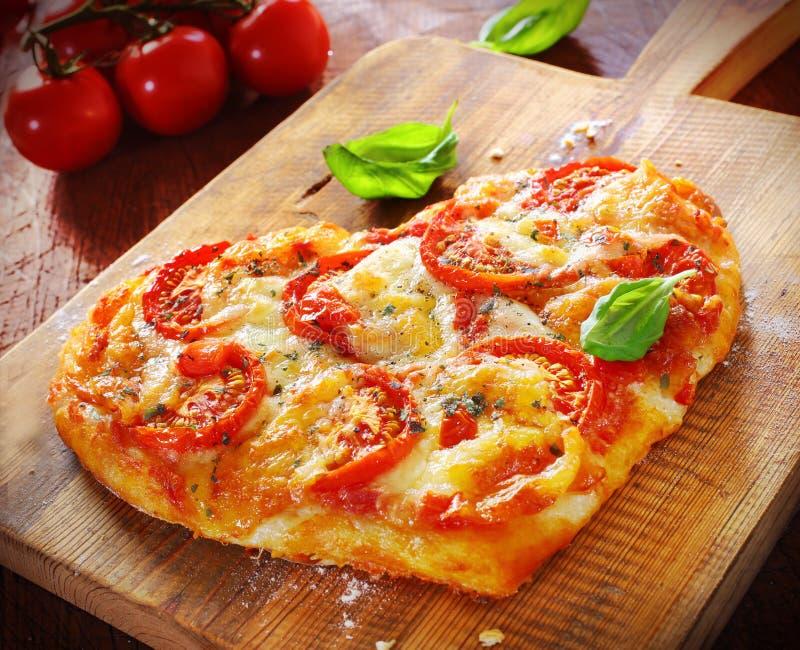 Pizza Vegetariana En Forma De Corazón Imagen de archivo - Imagen de ...