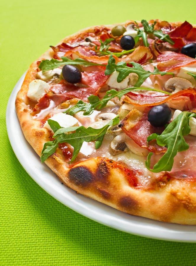 Pizza verde imagen de archivo libre de regalías