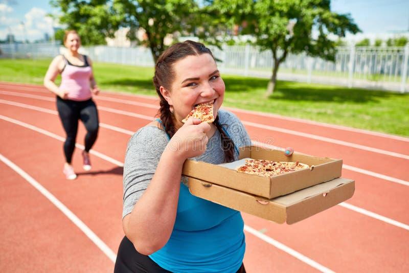 Pizza voor lunch stock foto's