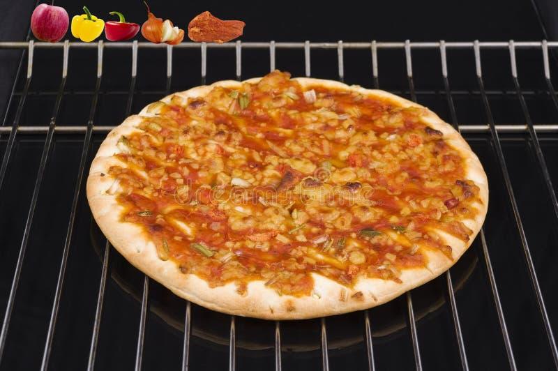 Pizza y vehículos. foto de archivo libre de regalías