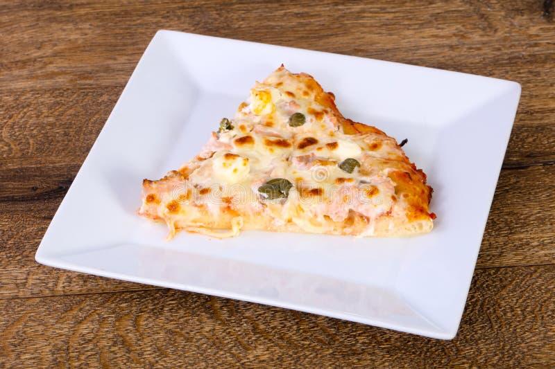 Pizza z łososiem i kaparami zdjęcie stock
