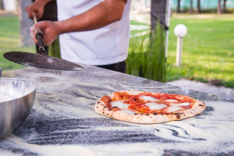 Pizza z chesse i pomidorem obraz stock