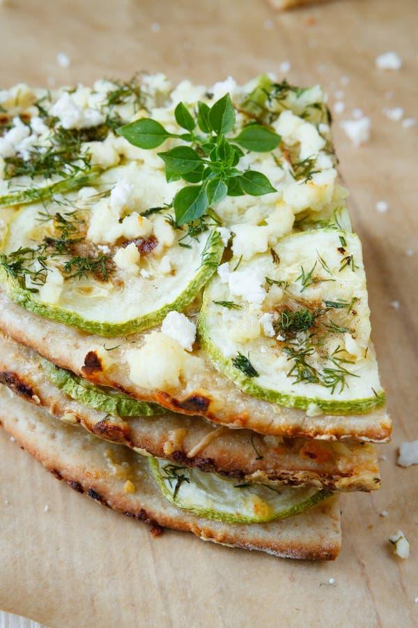 Pizza z zucchini i koźlim serem fotografia stock