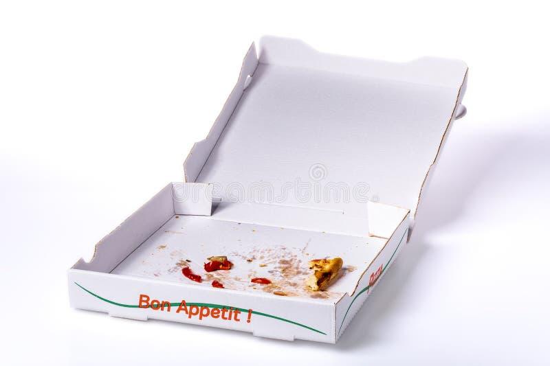 Pizzaask med rester på den vita snabba banan arkivfoton