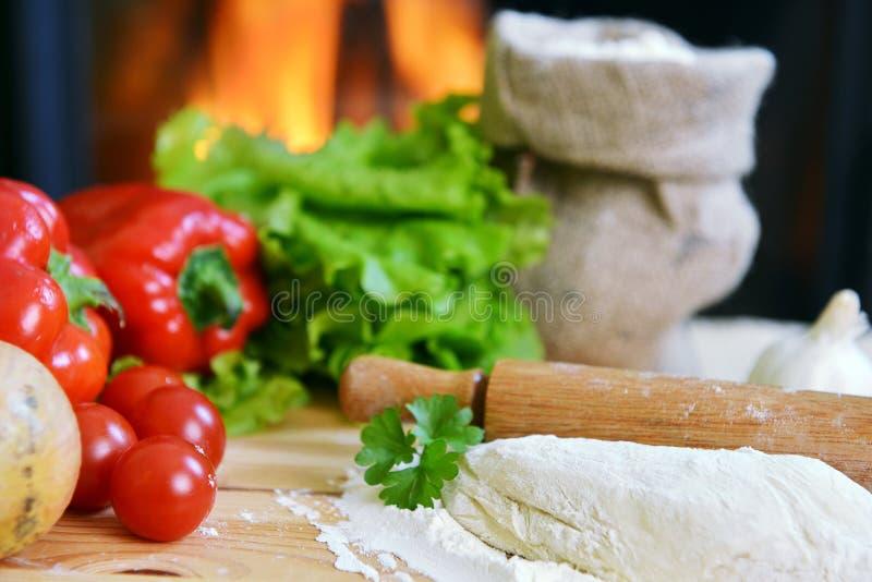 Download Pizzadeg fotografering för bildbyråer. Bild av lök, bakade - 27285267