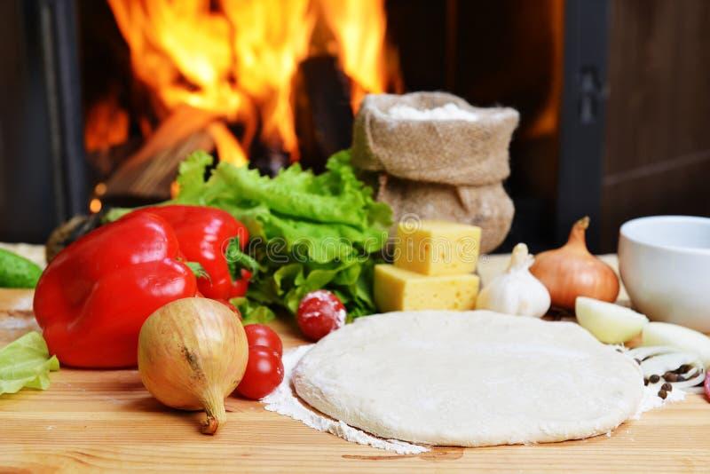 Download Pizzadeg fotografering för bildbyråer. Bild av ingredienser - 27285273