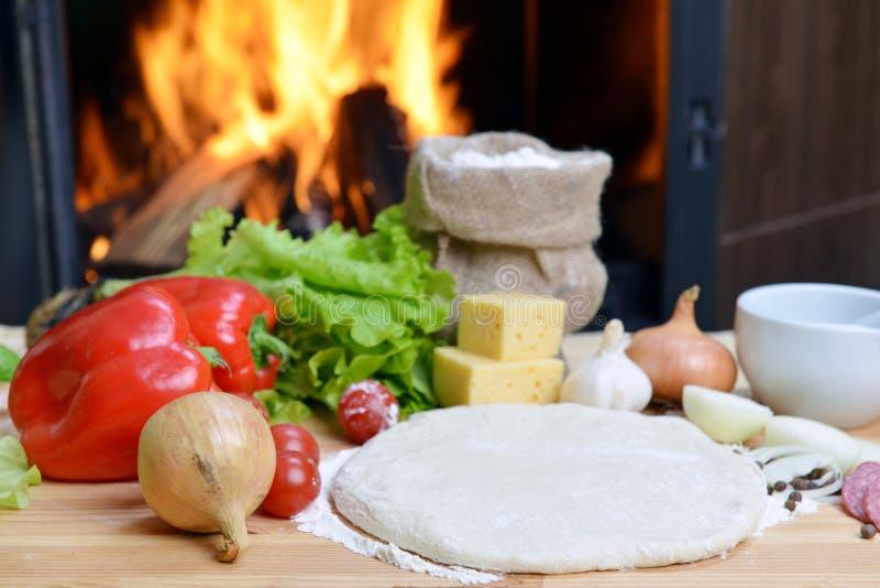 Download Pizzadeg arkivfoto. Bild av mjöl, peperoni, kokkonst - 27285300