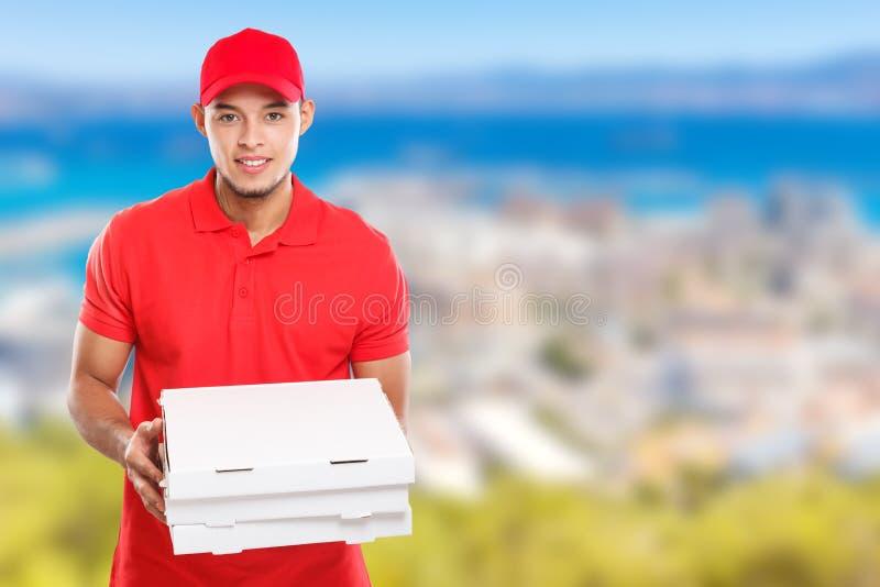 Pizzajungen-Zustelldienst-Lateinmannauftrag, der Job liefert, Kasten copyspace Kopienraum zu liefern lizenzfreie stockfotos