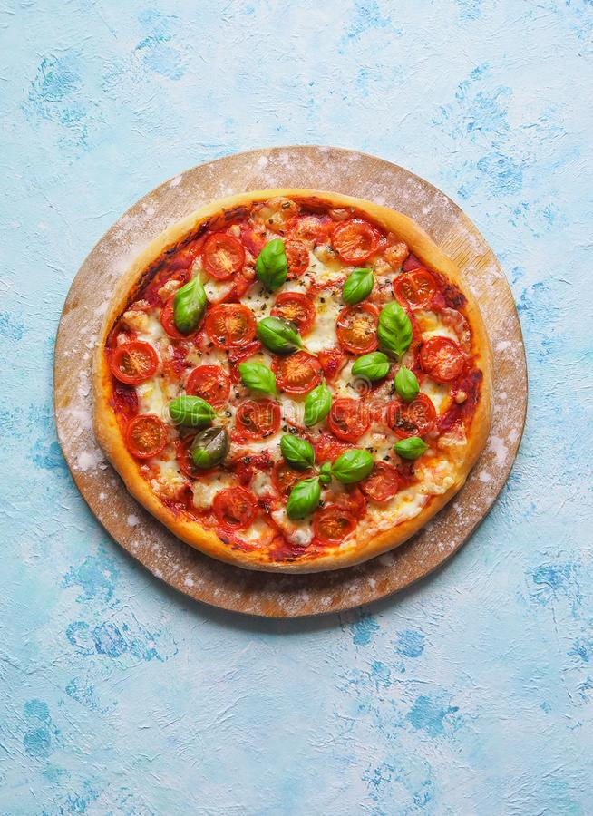 Pizzamargherita op het schoolbord met exemplaarruimte royalty-vrije stock afbeelding