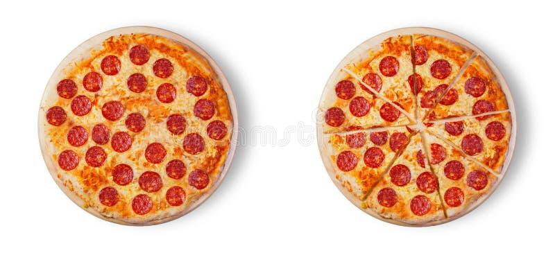 Pizzapepperonis auf dem weißen Hintergrund stockfoto