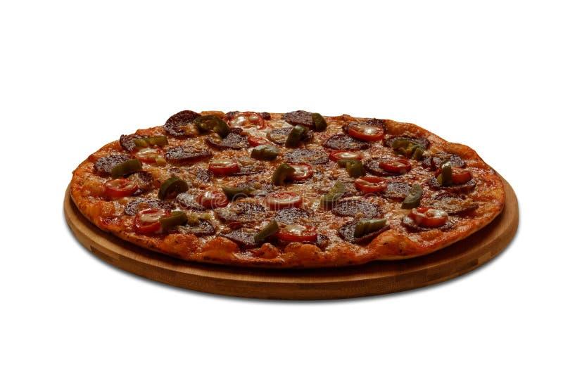 Pizzapepperonis mit Jalapenopapper und -mozzarella auf weißem Ba stockfotografie