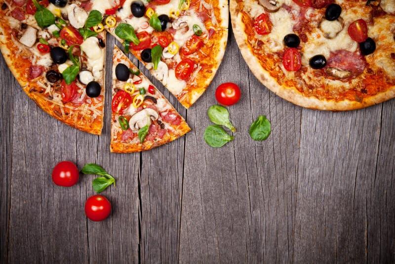 Pizzas frescas foto de archivo