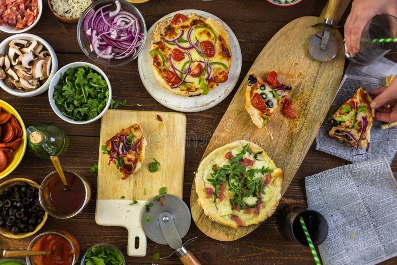 Pizzas pequenas foto de stock