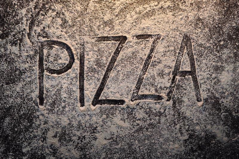 Pizzatext på bästa sikt för mjöl arkivbild