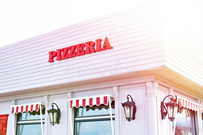 Pizzeria del segno sul caff? fotografia stock libera da diritti