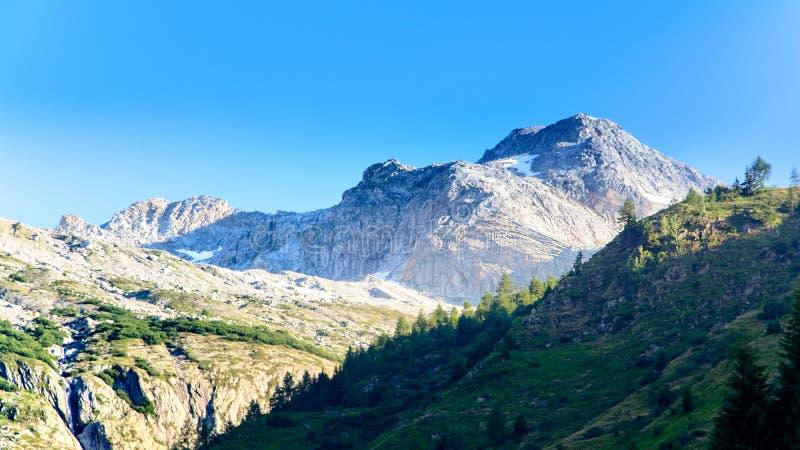 Pizzo罗顿多是一座山在利旁廷阿尔卑斯山脉 库存图片