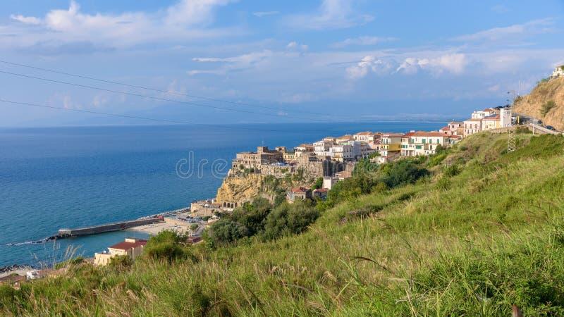Pizzo镇鸟瞰图在意大利南部 免版税库存图片