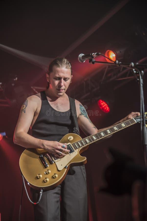 PJ Barth joue la guitare photos libres de droits