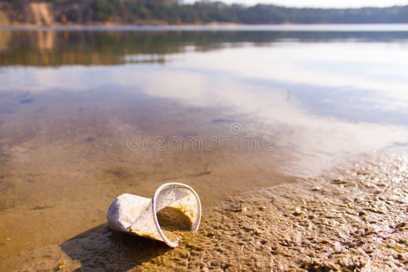 plástico em um lago imagem de stock royalty free