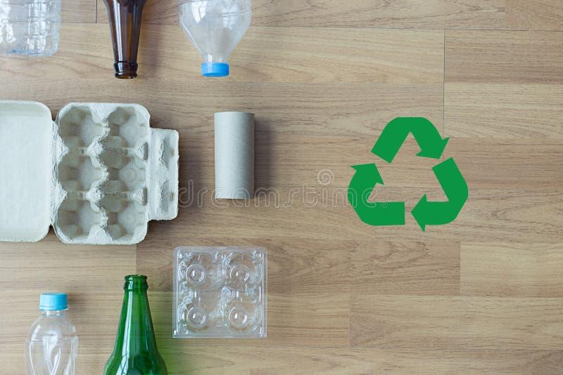 Plástico plástico compuesto ENV de los ahorros de cristal de la basura reciclable foto de archivo libre de regalías