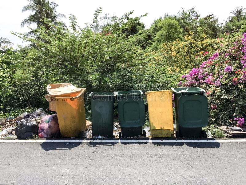 Plástico trashcan foto de archivo libre de regalías