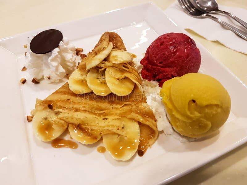 Plátano, crepé y helado foto de archivo libre de regalías