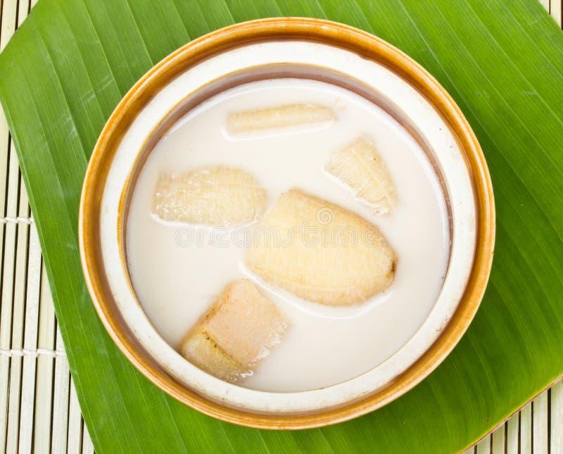 Download Plátano En Leche De Coco En Las Hojas Del Plátano Foto de archivo - Imagen de salud, rebanada: 42442146