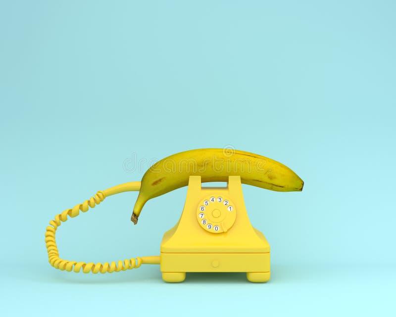 Plátano fresco de la disposición creativa de la idea con el teléfono retro amarillo encendido imagen de archivo libre de regalías