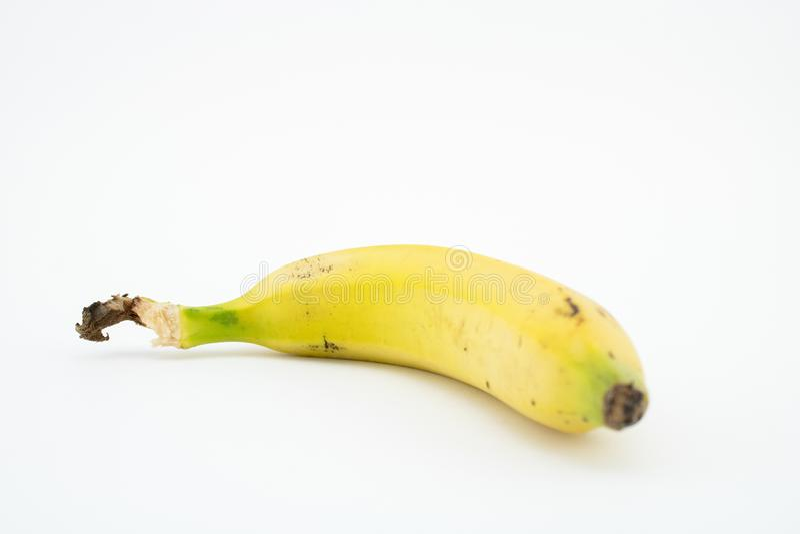 Plátano o llantén aislado en el fondo blanco Potasio y magnesio imagenes de archivo