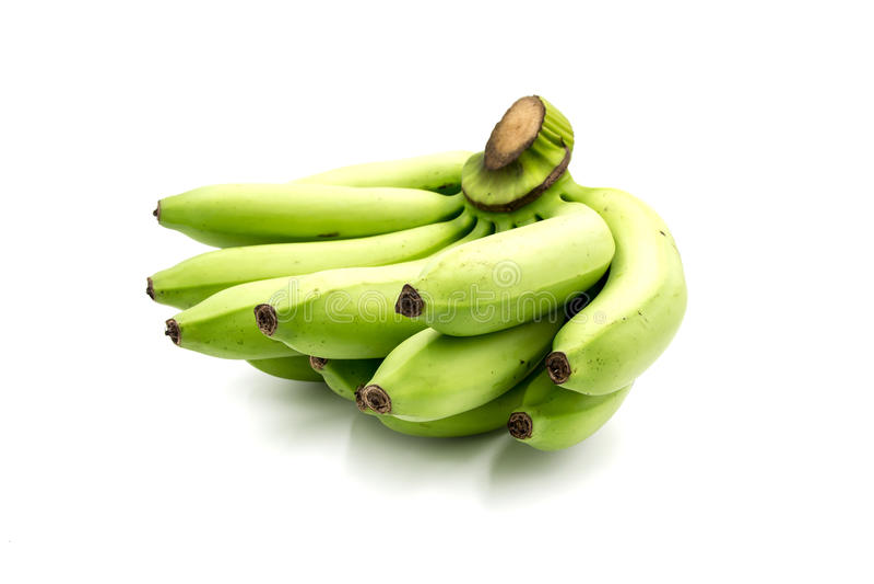 Plátano verde fresco grande en el fondo blanco imagen de archivo