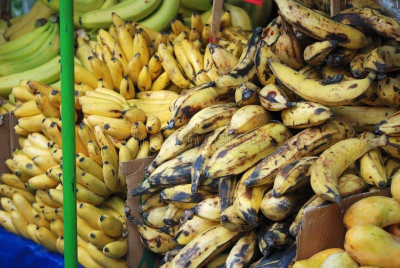 Plátanos en mercado en un mercado mexicano fotografía de archivo