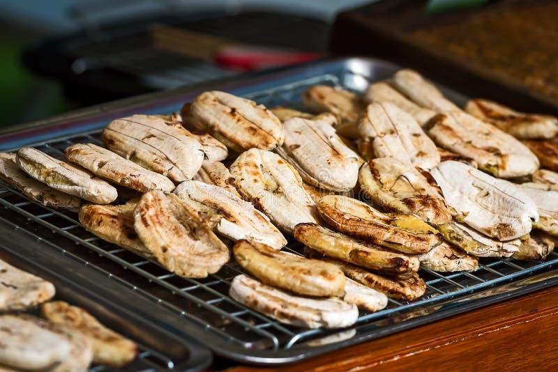 Plátanos enteros cocidos al horno fotos de archivo