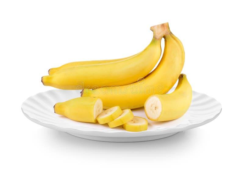 Plátanos frescos en placa en el fondo blanco imagen de archivo libre de regalías