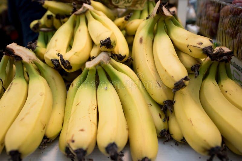 Plátanos frescos Fondo de los plátanos de la fruta fotografía de archivo libre de regalías