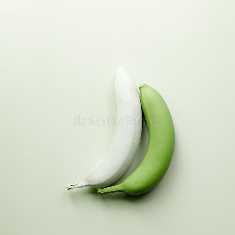Plátanos verdes minimalism imagen de archivo