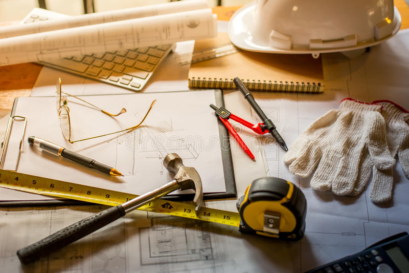 Pläne, Hardhat, Gläser, Aufkleber, Bauniveau, Stift stockfotos