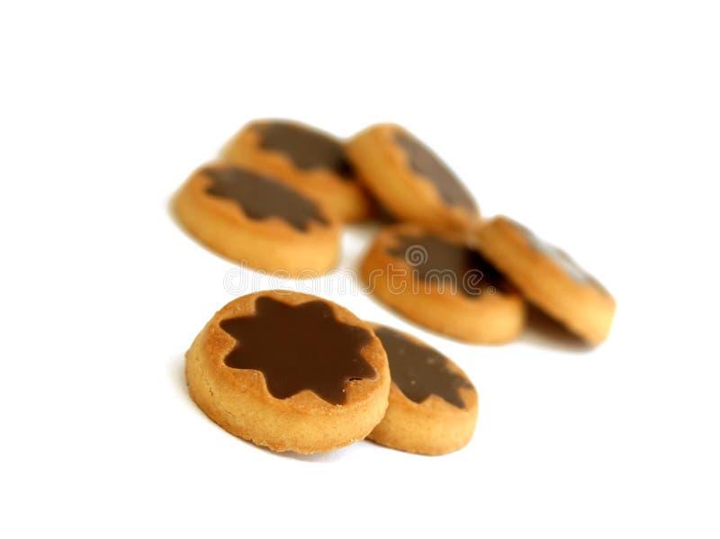 Plätzchen mit der Schokolade getrennt auf Weiß stockbilder