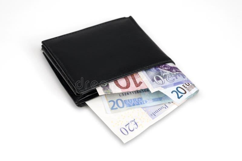 Plånbok med euro- och pundsedlar arkivbild