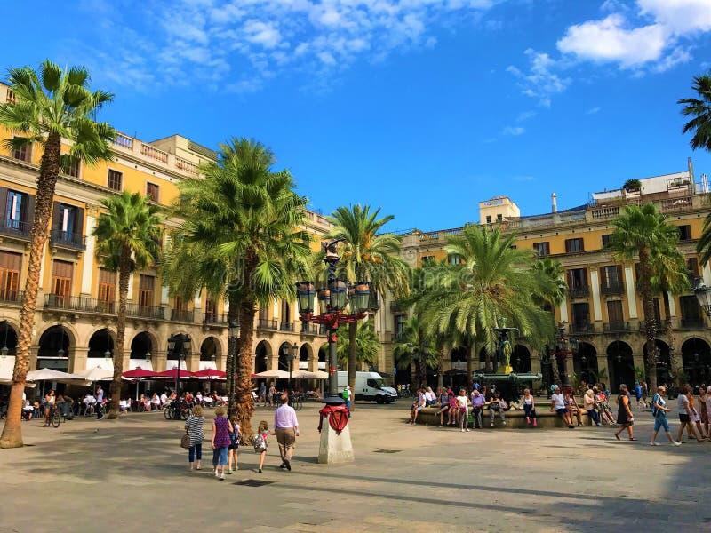 Plaça Reial i Barcelona arkivfoto
