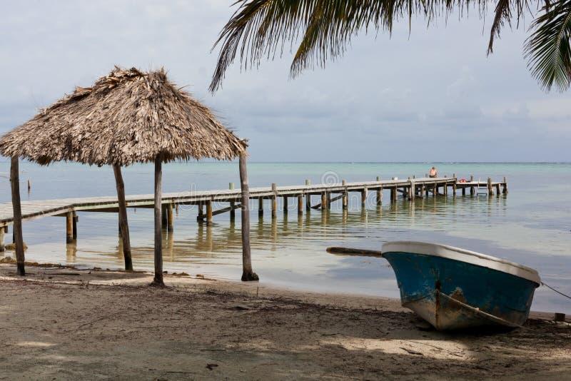 Plaża, łódź i dok, zdjęcia royalty free