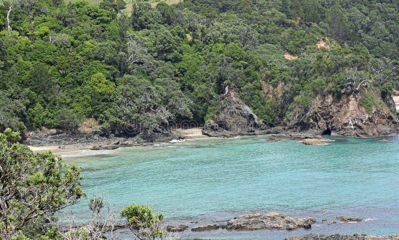 Plaża chująca między powulkanicznymi falezami obrazy royalty free