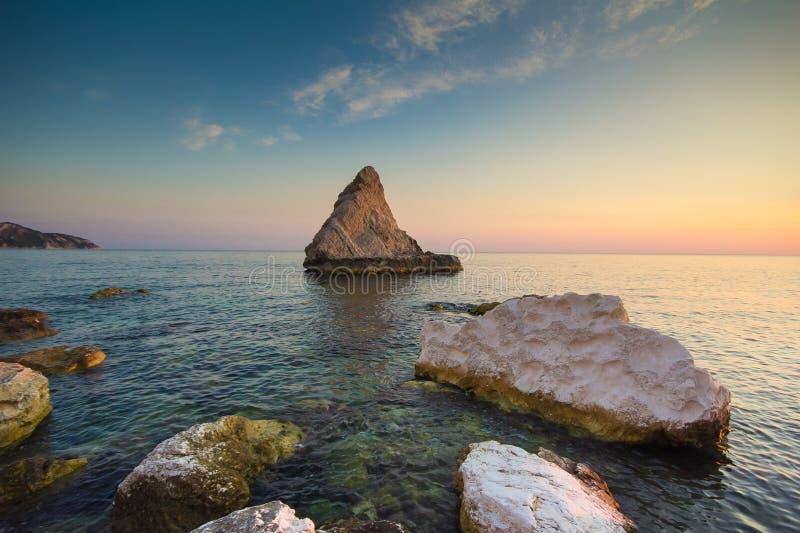 Download Plaża Dzwonił Los Angeles Vela Na Adriatic Morzu, Marche Obraz Stock - Obraz złożonej z atmosfera, desktops: 57668655