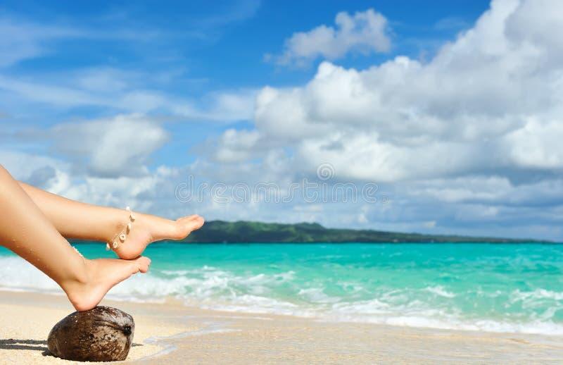 plaża iść na piechotę s kobiety obrazy stock